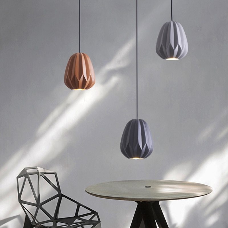 Escalera creativa restaurante luces colgantes LED nórdicas mesita de comedor pequeña Simple lámpara colgante de una sola cabeza