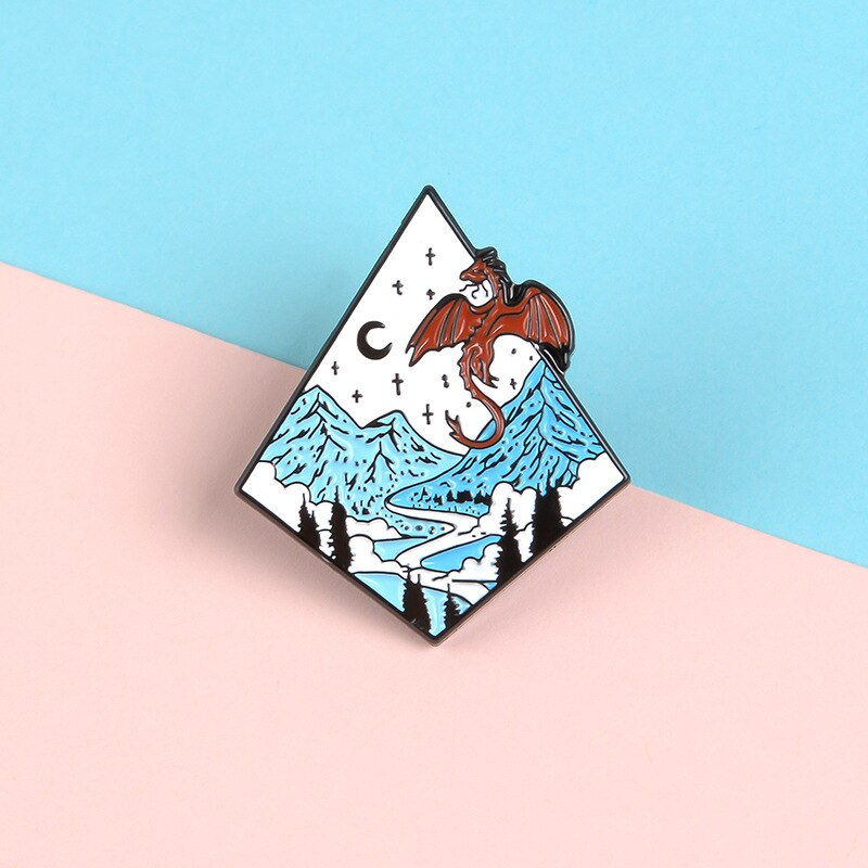 Broche de aleación esmaltado con diseño de dragón de Luna y estrella de montaña azul de dibujos animados, Pin para bolsa de ropa vaquera, regalo de joyería para amigo