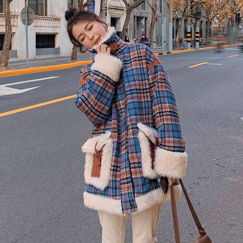 الشتاء Lamb الصوف معطف الإناث سميكة الرجعية فضفاضة طويلة الأكمام الموضة تحقق خياطة جيب أفخم جودة القطن وسادة مبطنة