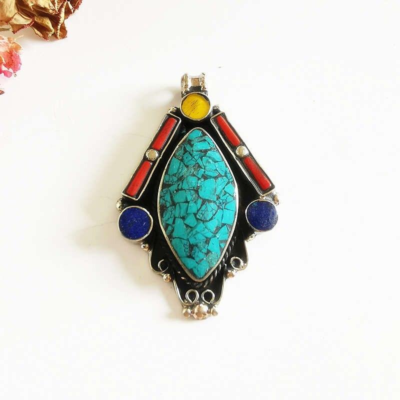 Joyas tibetanas incrustaciones de cobre coloridas piedras colgantes grandes artesanías Tíbet colecciones para collar TBP536
