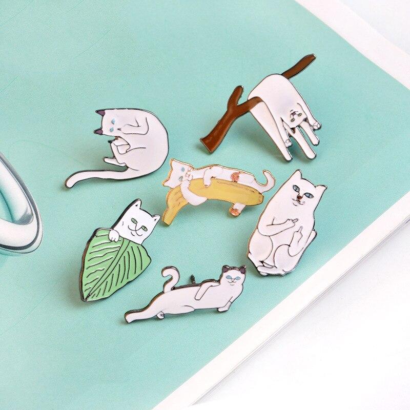 Broche de gato perezoso barato creativo postura extraña camisa Linda esmalte Pin Broches para hombres mujeres insignia Pins Broches joyería Accesorios