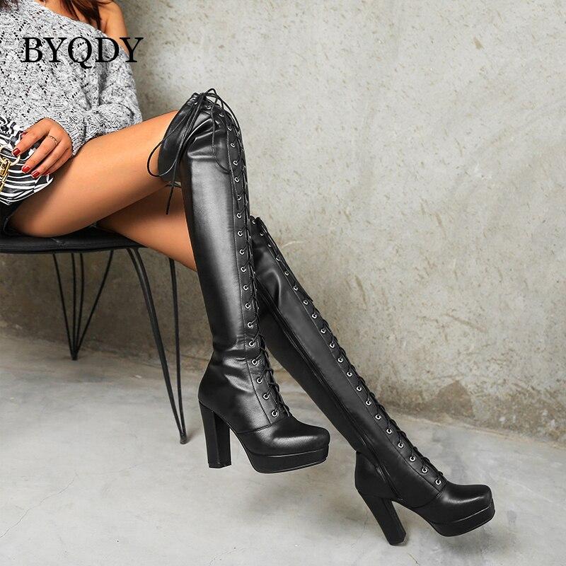 BYQDY الشتاء عبر تعادل النساء الفخذ أحذية عالية كبيرة 41-48 مثير الأسود عالية الكعب على الركبة الأحذية مع الجانب البريدي للفتيات طويل القامة