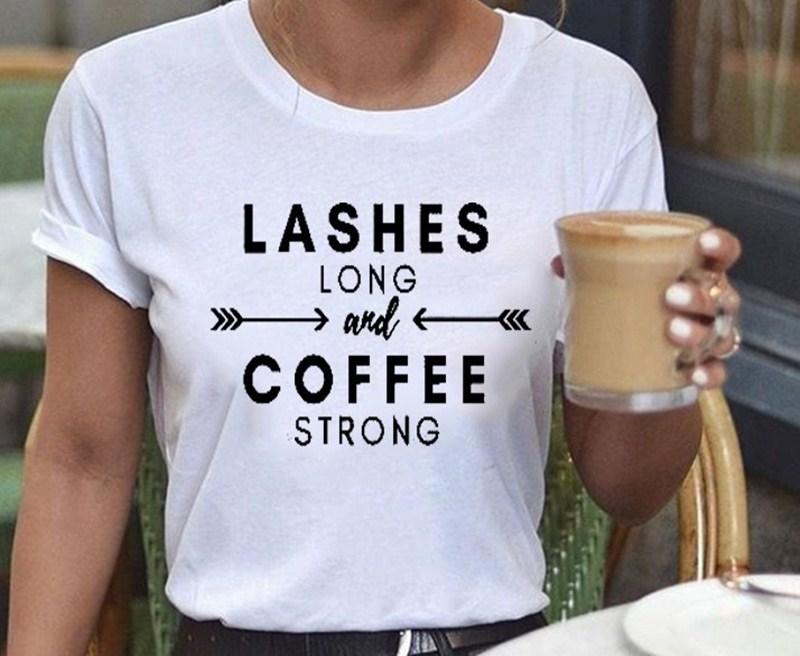 Mujeres pestañas largas café fuerte gráficos de moda estético blanco señoras Top manga corta Camiseta cuello redondo carta camiseta