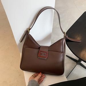 Autumn and winter retro large capacity bag women 2020 new fashion fashion versatile small design atmospheric one shoulder undera