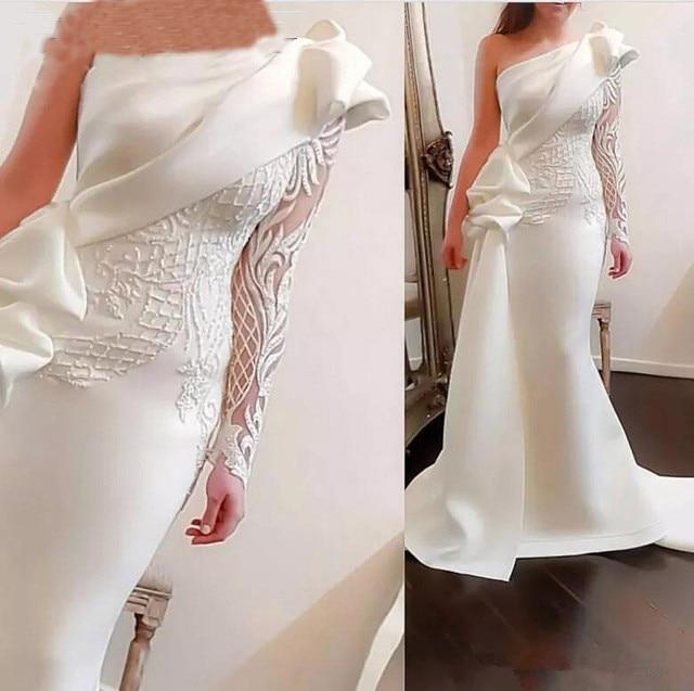Elegante vestido de noche largo de sirena de un hombro 2020 blanco de manga larga vestidos de graduación de satén árabe volantes apliques vestidos formales