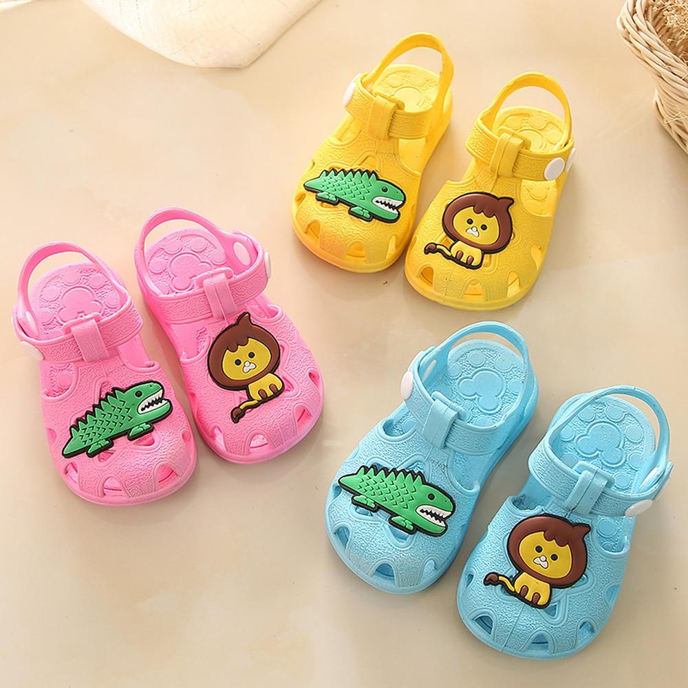 Sandalias antideslizantes para bebés y niñas, zapatos planos de dibujos animados de animales para niños pequeños, zapatos de verano para recién nacidos