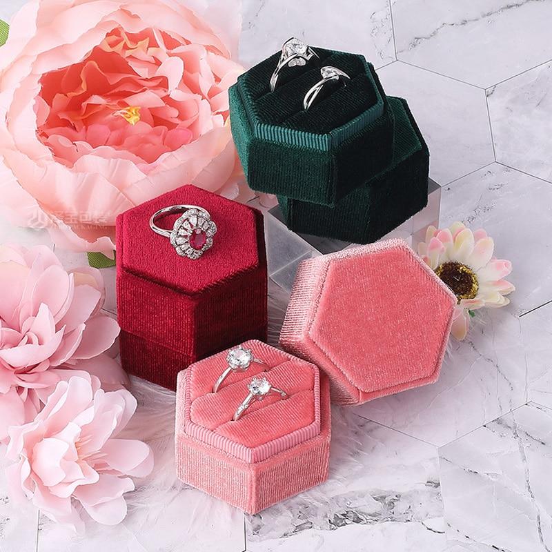 Модный-шестигранный-бархатный-держатель-для-колец-с-двойным-кольцом-и-съемной-крышкой-для-помолвки-обручального-кольца
