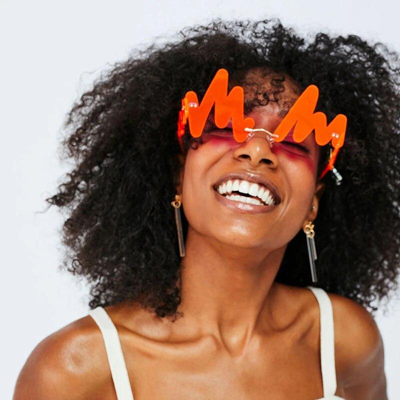 Новые Вечерние смешные очки имеет женскую индивидуальность Прохладный нерегулярные солнечные очки волны женский письмо бьется очки, солнц...