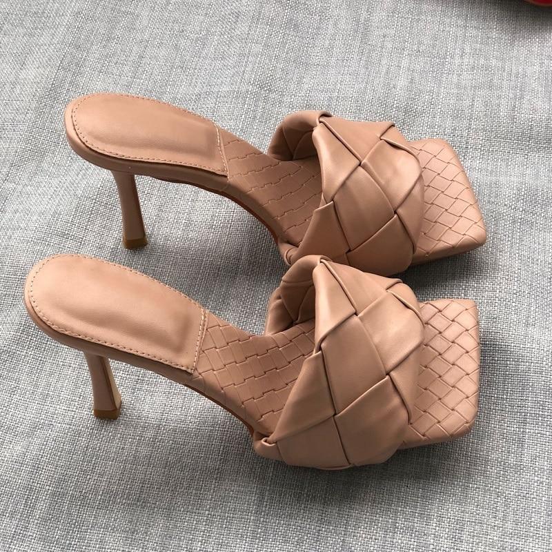 2020 Fashion Square Toe Weave High Heels Shoes Women Slippers Leather Luxury Designer Ladies Street Beach Sandals Slides Shoes недорого