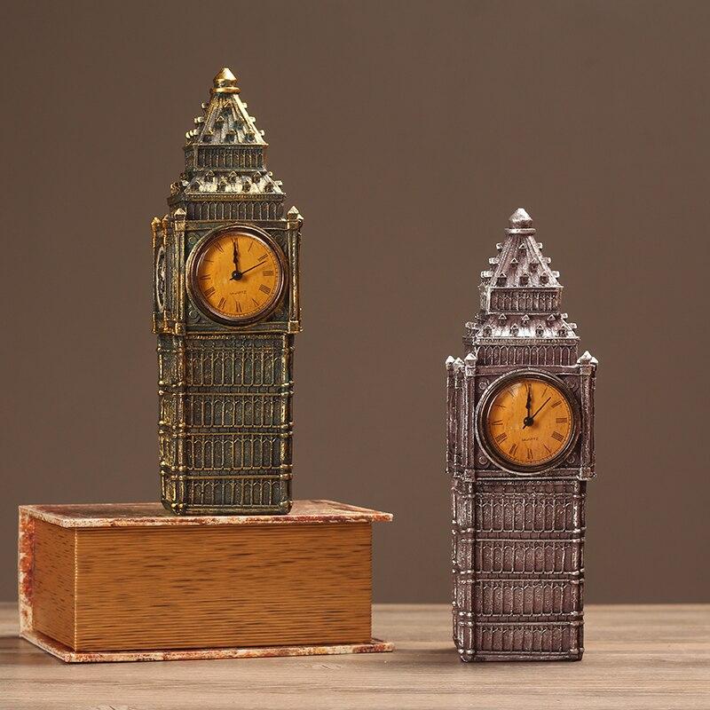Reloj de escritorio retro antiguo estilo europeo con decoración de arquitectura clásica
