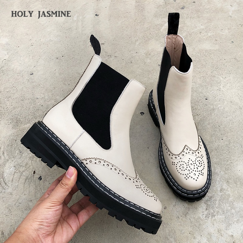 حذاء مسطح موضة 2020 للنساء مصنوع من الجلد الأصلي حذاء بوت مطاطي للكاحل للنساء حذاء بوت مارتن قصير أسود جديد