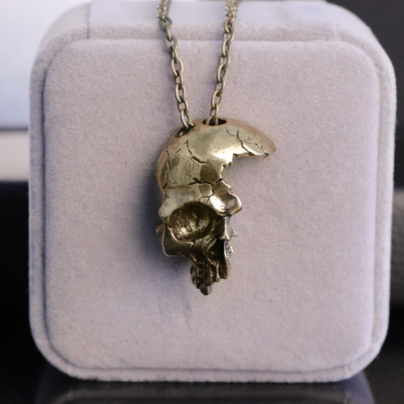 FDLK     Men's Fashion Retro Gothic Half Skull Shape Necklace, Wear Accessories at Banquets and Events
