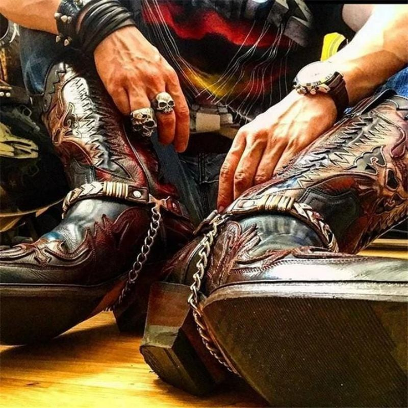 جلد بو للرجال أنيقة منحوتة الانزلاق على الأحذية الكلاسيكية أحذية الرجال الأحذية التطريز موضة عادية شتاء أحذية قتالية KR074