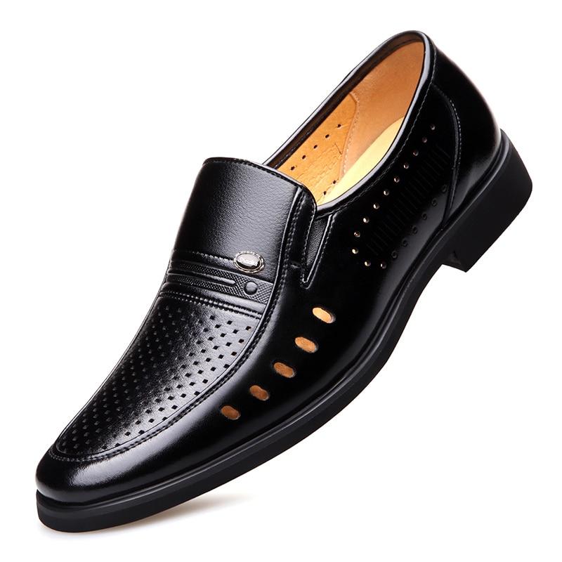أحذية صيفية جلدية للرجال ، أحذية بمقدمة مدببة ، جلد أسود ناعم من الألياف الدقيقة ، مسامي بفتحات ، 2021