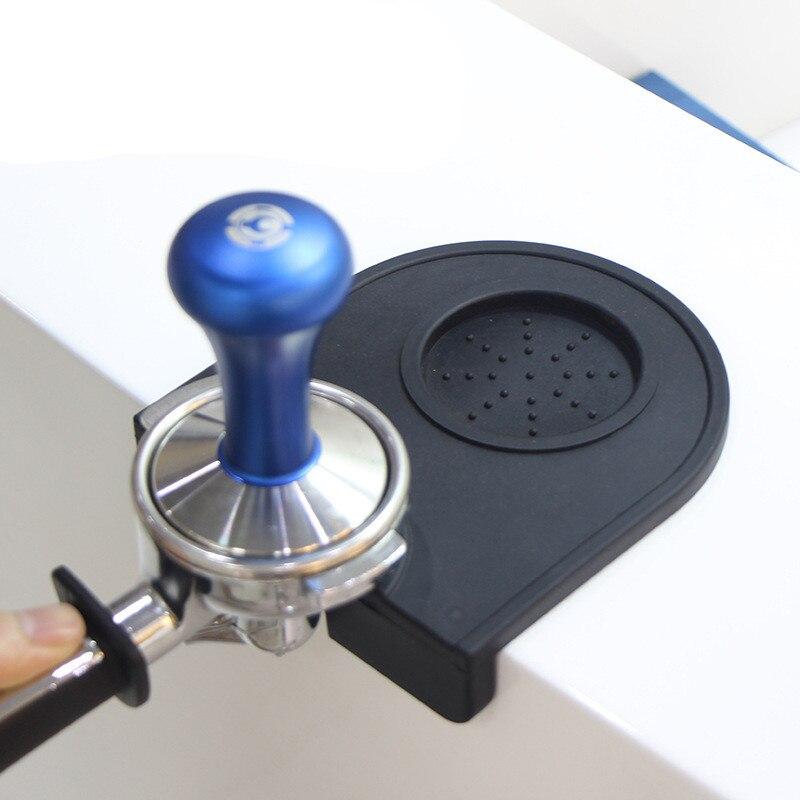القهوة تامبرز حصيرة 58 مللي متر مخدد القهوة العبث ركن حصيرة سادة أداة مصنوعة ل Baristas مع غير زلق الغذاء الآمن سيليكون