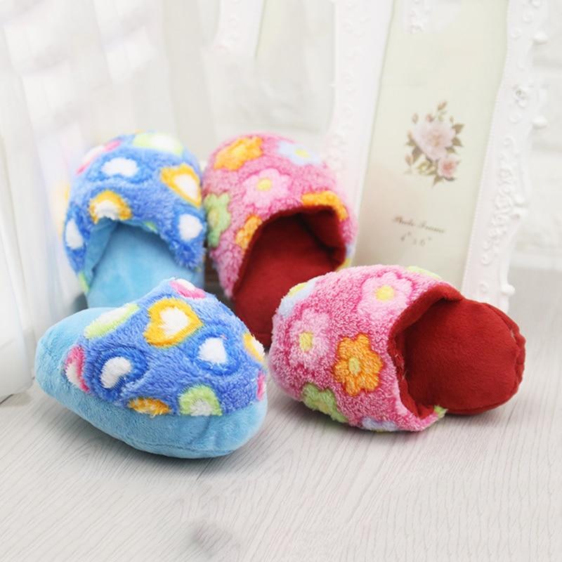 Animal de estimação flip flop adorável padrão de flor cães brinquedo pet filhote de cachorro mastigar jogar bonito pelúcia forma chinelo guinchar brinquedos cão animais de estimação azul cor-de-rosa