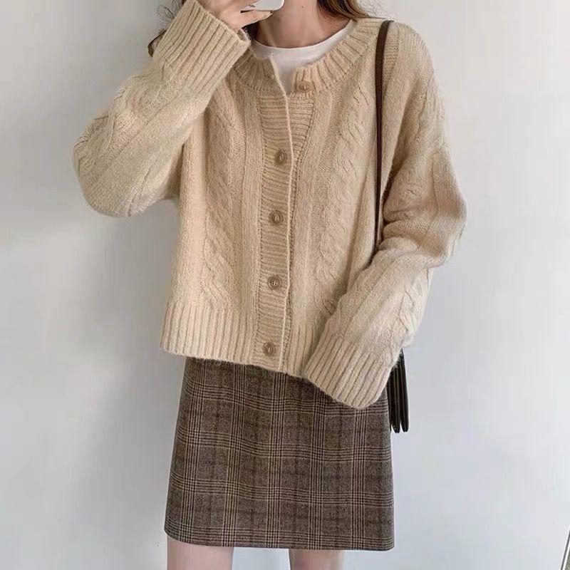 2020 autumn soft glutinous twist flower loose short sweater coat women's Hemp coarse needle off white knitted cardigan enlarge
