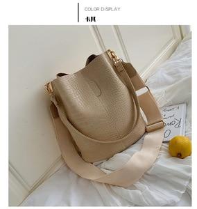 2020 new crocodile single shoulder bucket bag high capacity broadband messenger bag