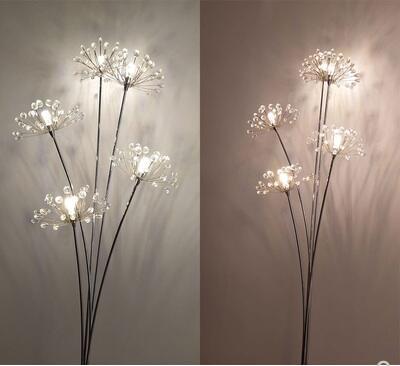 Lámpara de pie para sala de estar red simple nórdica vertical mesita de noche boda Europea creativa diente de león cristal princesa luces