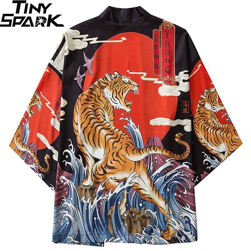 Chaqueta Kimono japonés estampado de tigre rugiente Harajuku 2020 Hip Hop hombres Japón Streetwear chaqueta verano ropa delgada Kimono Suelto