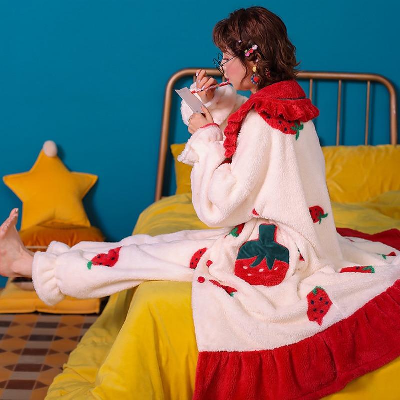 الفراولة منامة بطانية الخريف الشتاء المرجان بيجامات من القطيفة فتاة ثوب طويل الفانيلا بطانية النساء المنزل رخيصة بيجامة شتوية