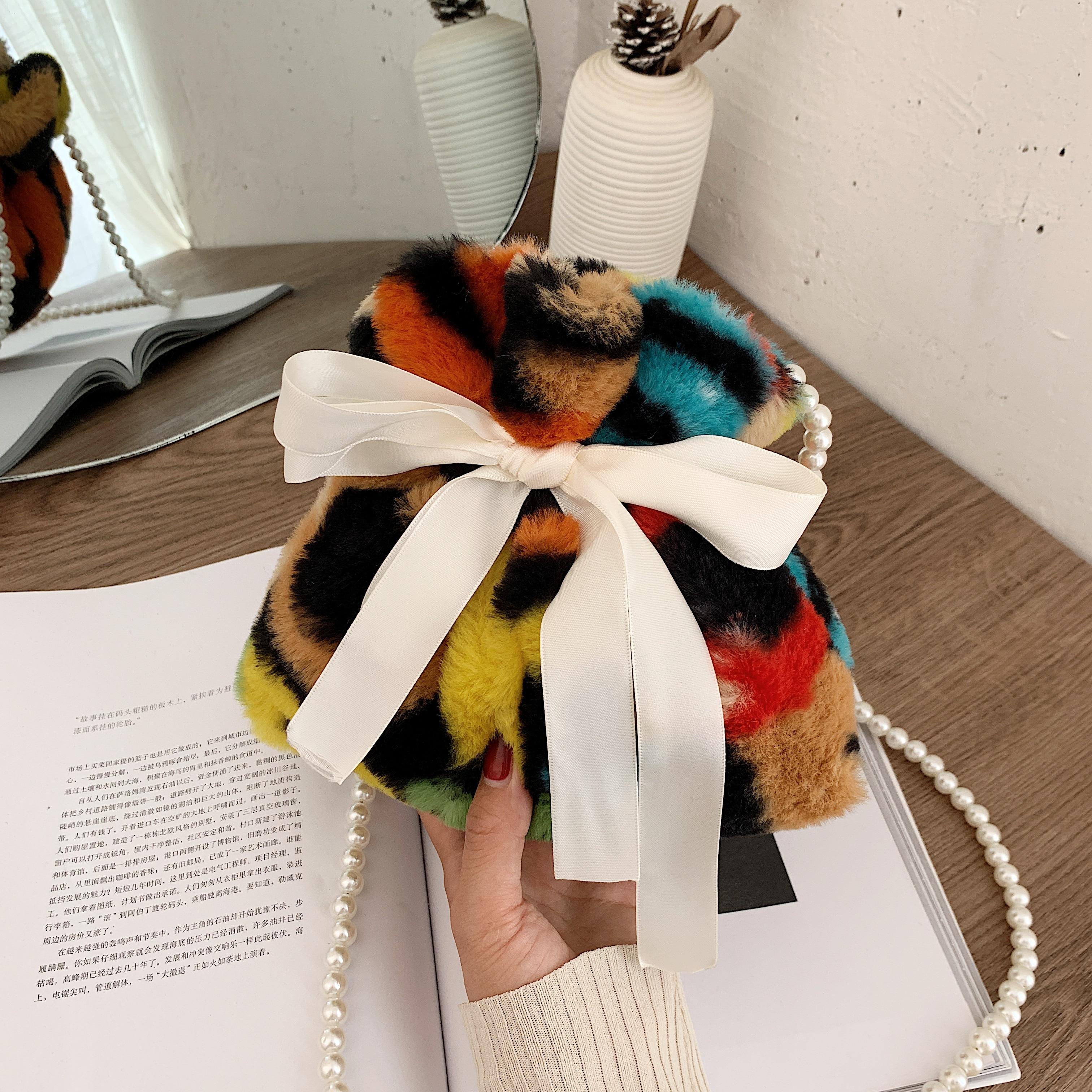 2020 Winter New Plush Patchwork Buckets Cute Bow Drawst Crossbody  Bag Luxury Faux Fur Pearl Chain Messenger Bags