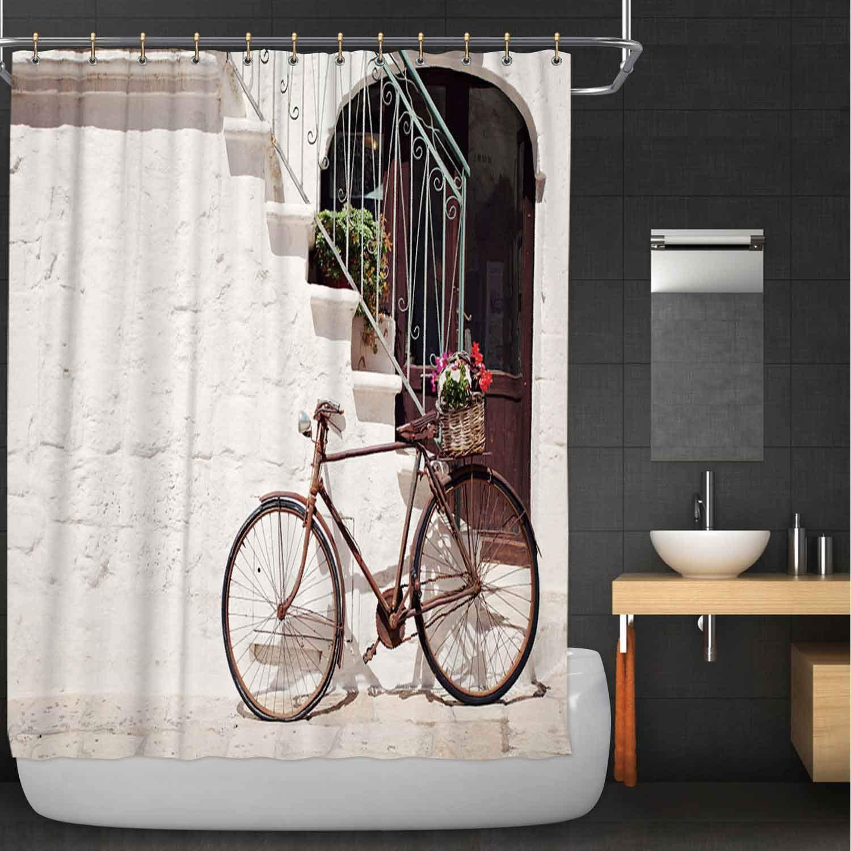 Una bicicleta de estilo italiano antiguo junto a la Cortina de ducha de tela, para el baño 074615, 72 W x 72 H