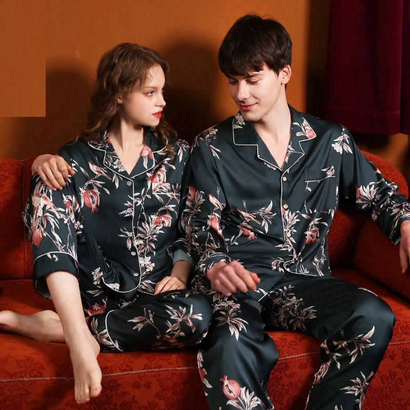 Smmoloa Cetim de Seda Pijamas Set Manga Comprida Listra Casal Família Sleepwear Homewear 2019 Novo