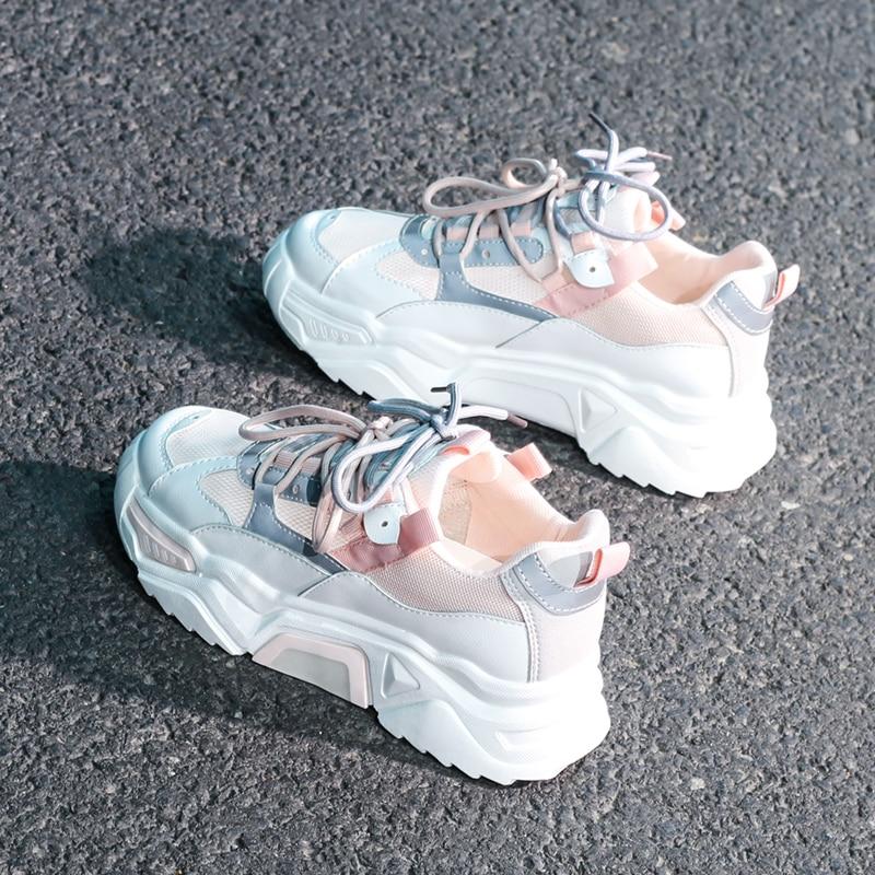 المرأة أحذية رياضية مكتنزة 2020 موضة النساء أحذية منصة الدانتيل يصل تنفس الهواء الفلكنة أحذية النساء الإناث المدربين أبي الأحذية