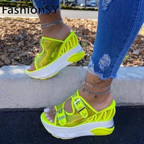 Nuevas zapatillas de verano para mujer, zapatillas de mujer a la moda con hebilla de cuña transparente con punta abierta, zapatillas informales para exteriores de talla grande para mujer
