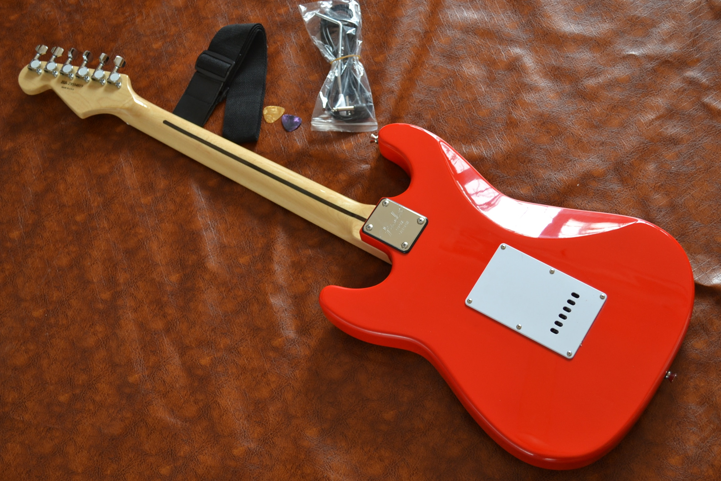 Factory direct supply, classic style, customized version of 6-string electric guitar, hot red, free delivery enlarge
