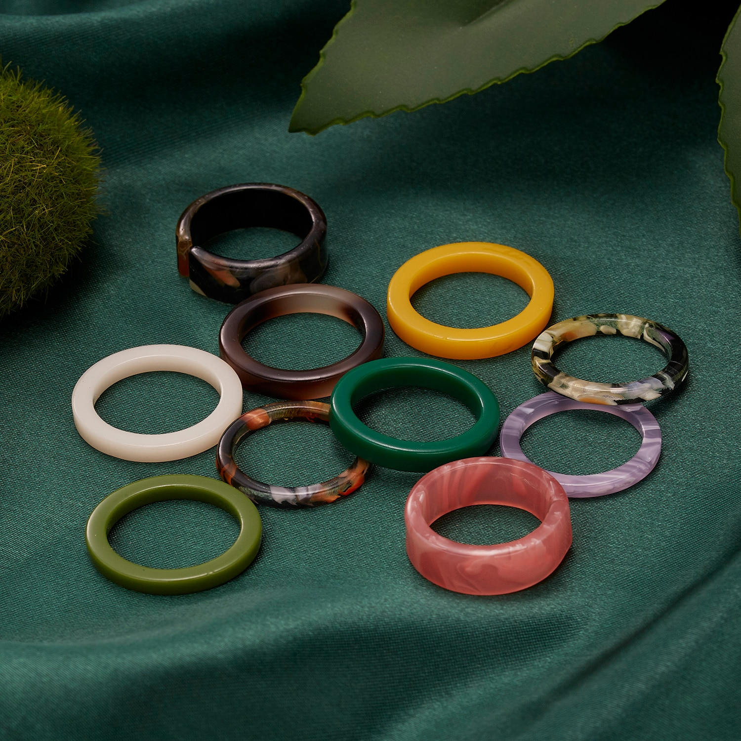 aliexpress.com - 10 Pcs/Lot Mixed Color Rings New Trendy Korean Simple Colorful Resin Finger Rings Set For Women Party Jewelry Wholesale