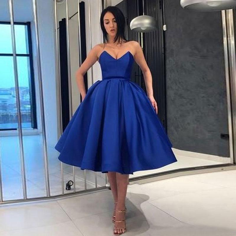 فستان سهرة قصير ، ياقة على شكل v ، لون أزرق ، مجموعة خريف 2020