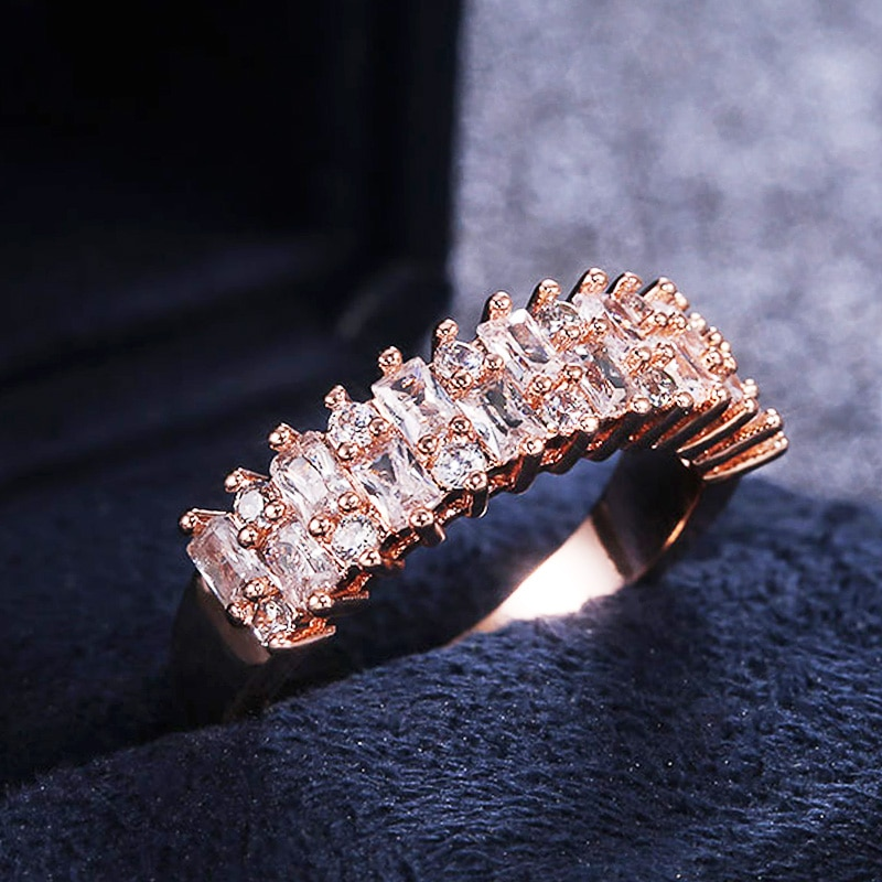 Huitan Luxus AAA Cubic Zirkon Versprechen Ring für Frauen Romantische Dame Hochzeit Finger Ring Elegante Engagement Mode Schmuck Geschenke