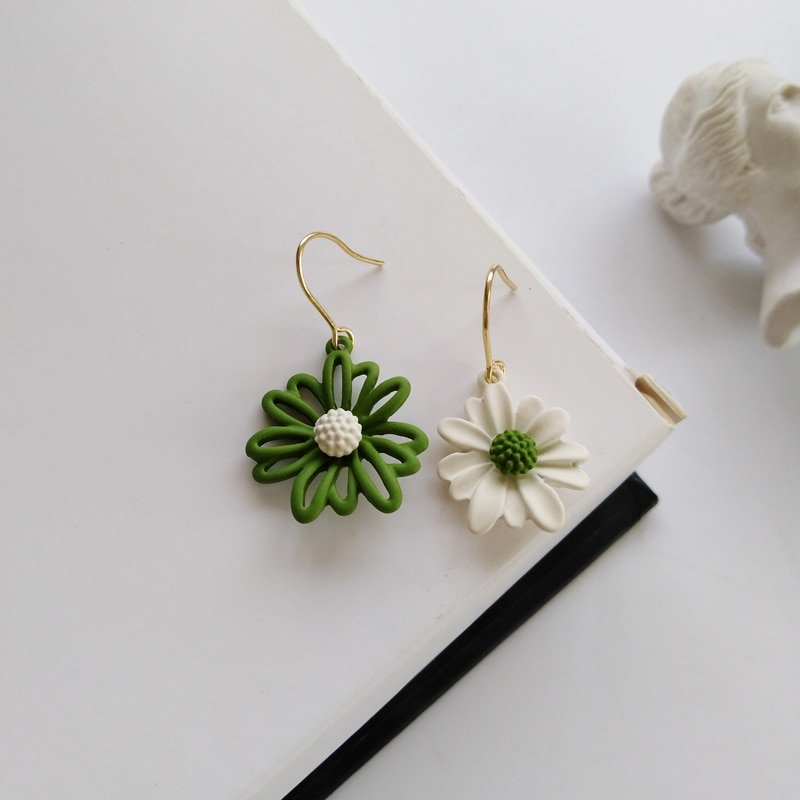 Japan and South Korea small fresh daisy flower earrings asymmetric super fairy earrings spring and summer new earrings jewelry