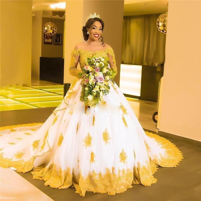 فستان زفاف ابيض بدانتيل ذهبي موديل 2019 ، فساتين زفاف ، اكمام طويلة ، مزين باللؤلؤ والتول ، اكمام طويلة