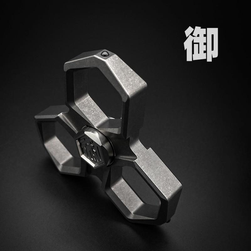 Yu Multifunctional Fingertip Gyro Broken Window Metal Brass Knuckle Defense Portable Decompression Toy EDC