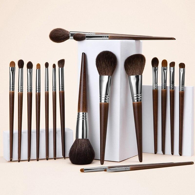 35. Kit Brochas de Maquillaje 16 Piezas