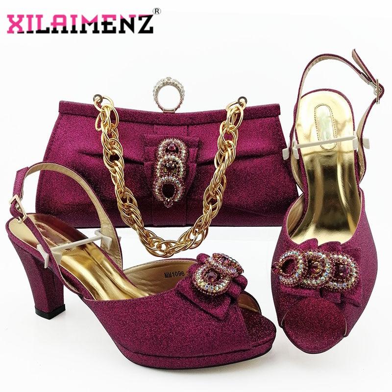 أحذية نسائية إيطالية مثيرة ، حقيبة مطابقة ، لون أرجواني ، مجموعة أحذية وحقيبة مزينة بأحجار الراين للحفلات