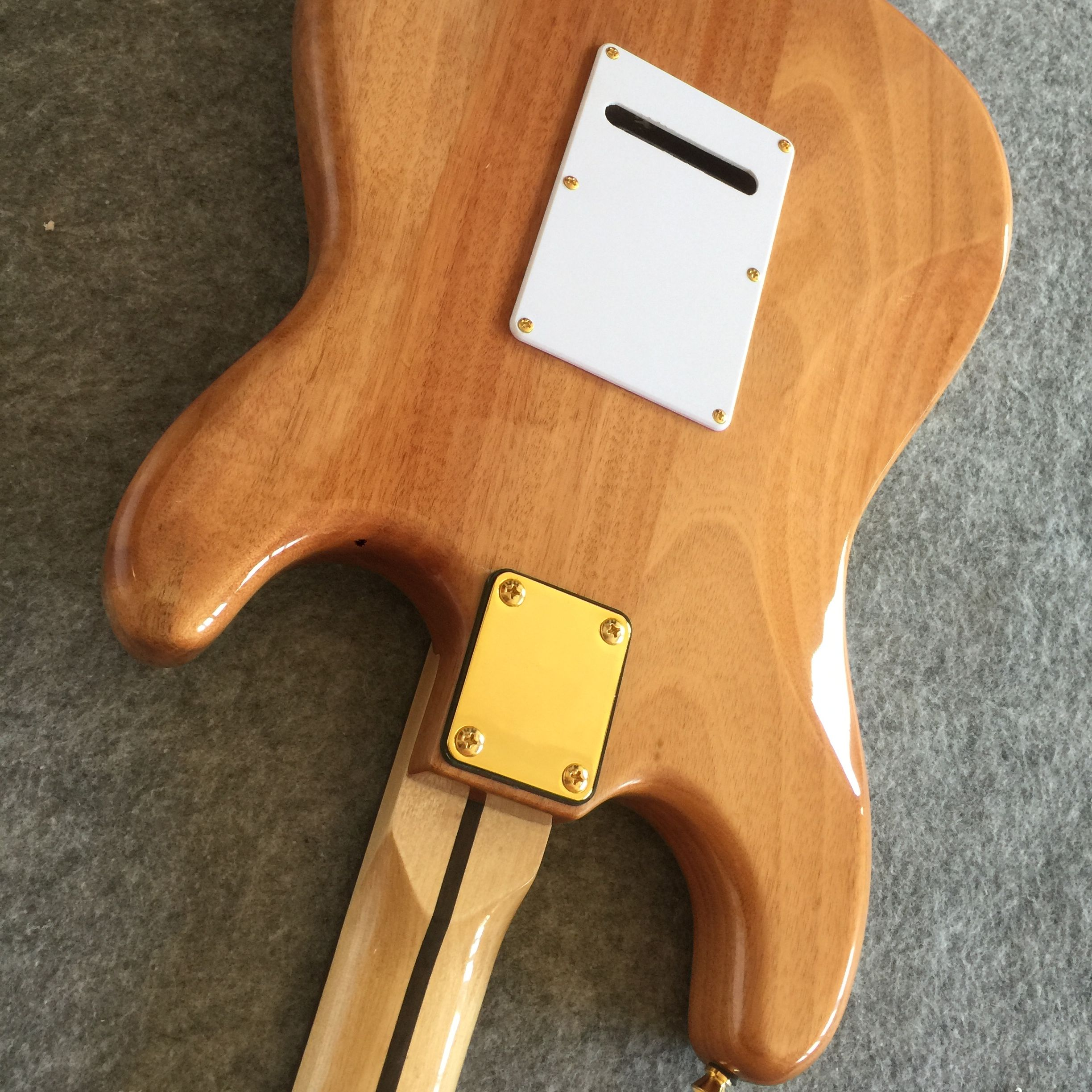 Free delivery electric guitar / tree scar left handed wood primary color gold accessories high quality Guitar / China Electric G enlarge