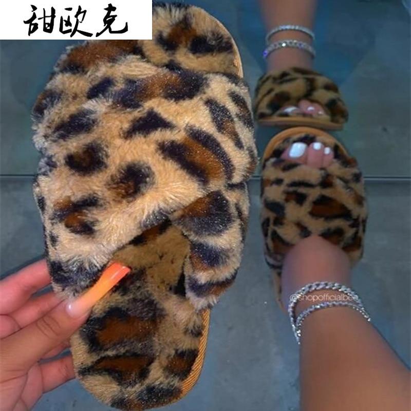 Nouvelle offre spéciale femmes pantoufles léopard fourrure diapositives hiver maison pantoufles 2020 mode chaud intérieur chaussures dames doux croix pantoufles