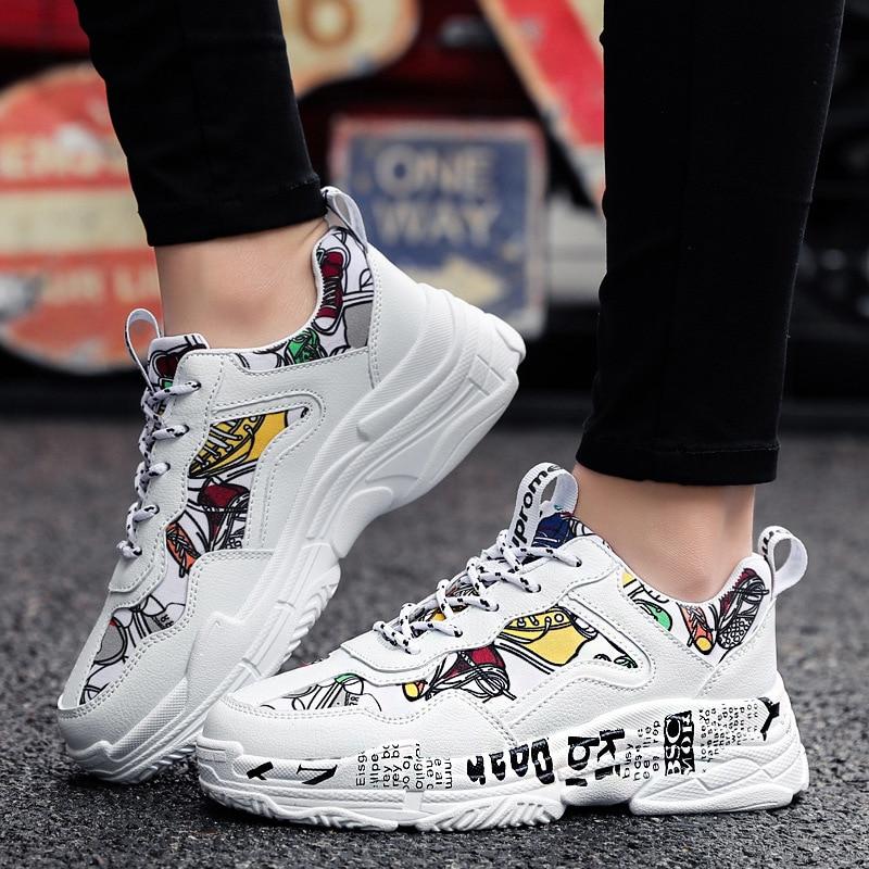 زوجين أحذية رياضية النساء 2020 الصيف النساء أحذية مفلكنة الأبيض المرأة أحذية أنيقة غير رسمية الكتابة على الجدران الشقق تنفس الأحذية