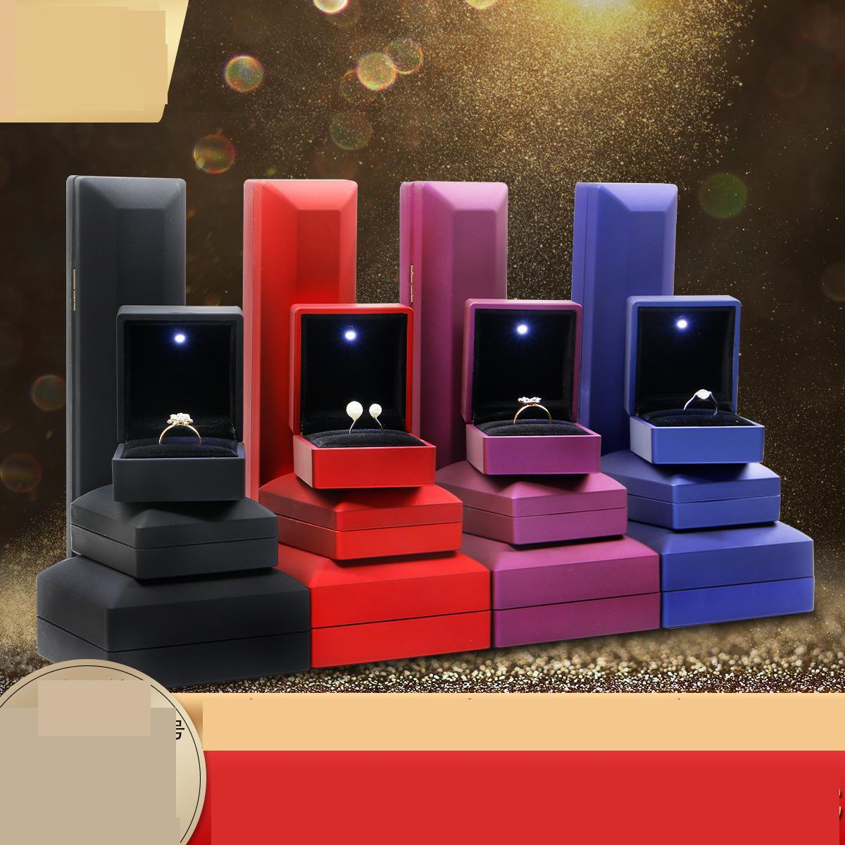 Nueva moda Led pendiente ligero collar anillos visualización joyero personalizado de lujo anillo de boda baratija joyeria caja de embalaje
