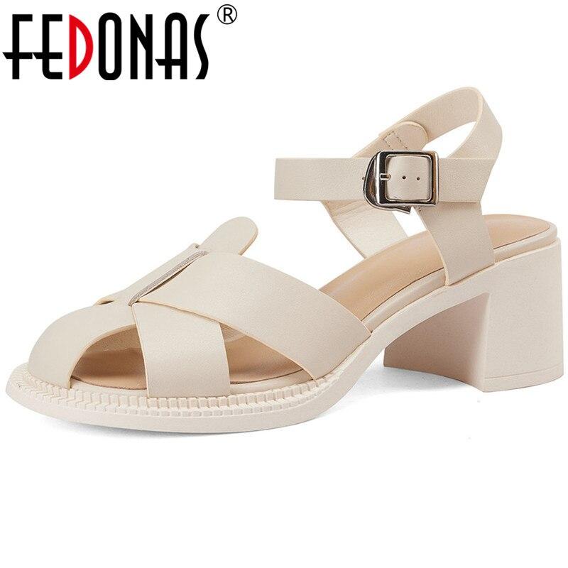 صنادل نسائية عالية الجودة من FEDONAS مصنوعة من الجلد الطبيعي وكعب عالي للصيف أحذية نسائية أساسية أنيقة موديل 2021