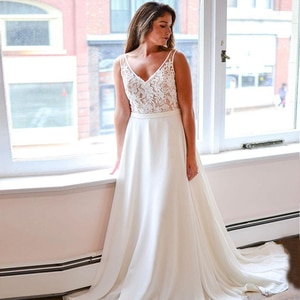 Elegant Plus Size Wedding Dress Double V-neck Sleeveless Chiffon Beach Bridal Gown with Appliques Robe de Mariee