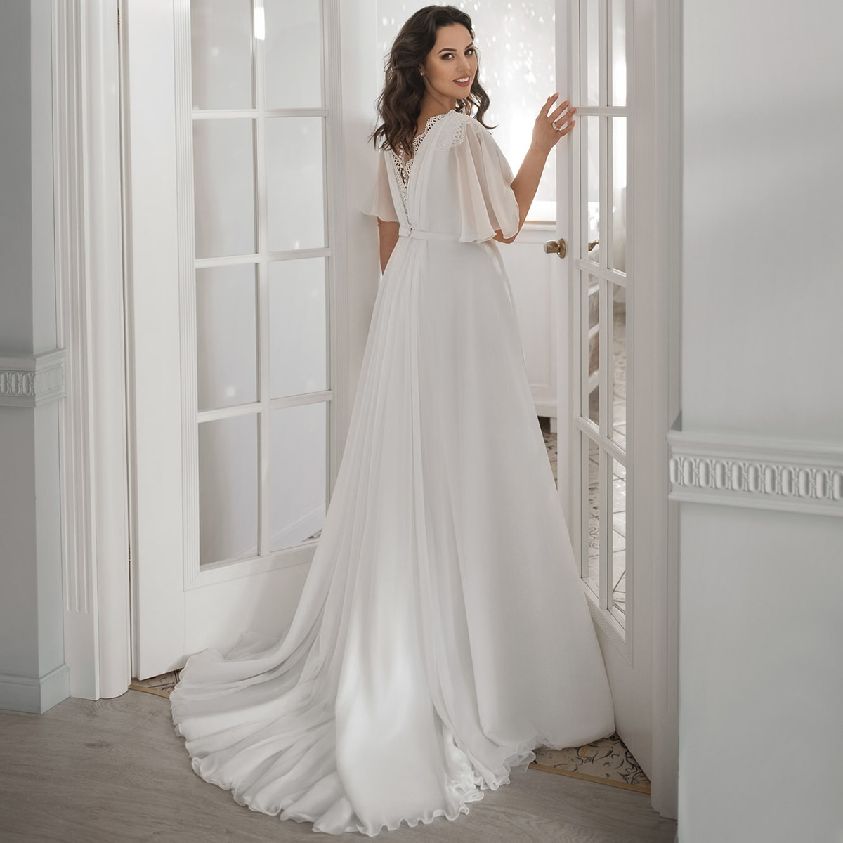 High Split V Neck Chiffon Wedding Bride Dress Ruched Lace Beach Flare Sleeves Bridesmaid Bridal Gown With Sweep Train Plus Size