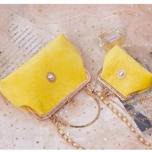 2021 Angelatracy New Arrival Golden Frame Elegant Diamond Velvet Pearl Top-Handle Chain Handbag Crossbody Bag Totes
