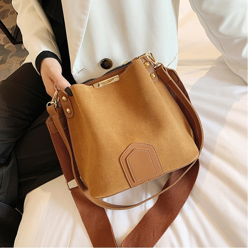 Ansloth New 2021 Fashion Scrub Bucket Bags For Women High Capacity Shoulder Bags Luxury Rivet PU Leather Ladies Handbag HPS1054