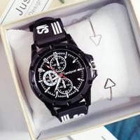 Часы наручные кварцевые для мужчин и женщин, Спортивные Повседневные, с силиконовым ремешком, чёрные, белые