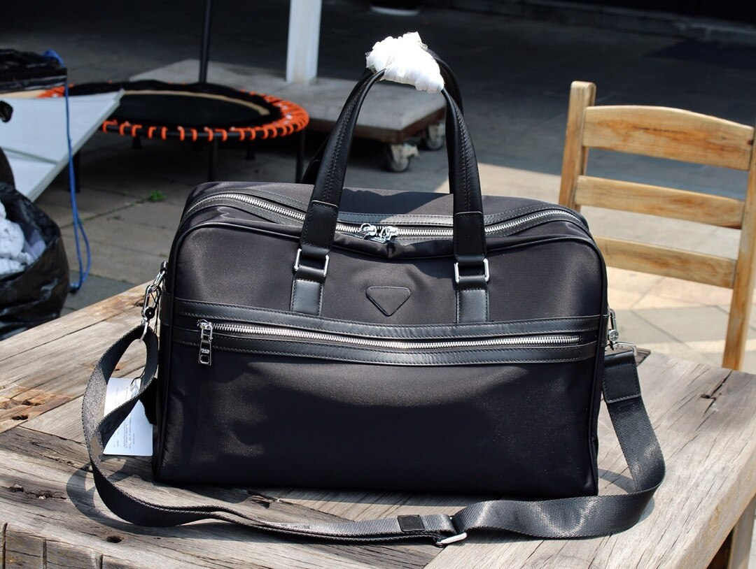 2021 new black nylon fashion travel computer bag sports and leisure backpack